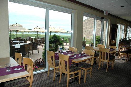 Bishop's Landing Restaurant and Lounge: Window view