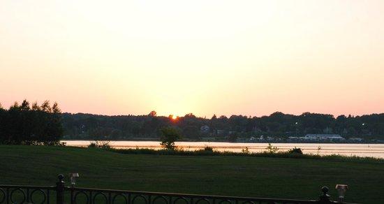 Bishop's Landing Restaurant and Lounge : Sunset from restaurant
