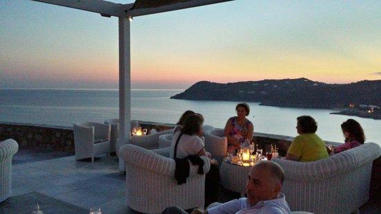 Royal Myconian Resort & Thalasso Spa Center: Tramonto dalla terrazza de bar . Sera del 11 settembre