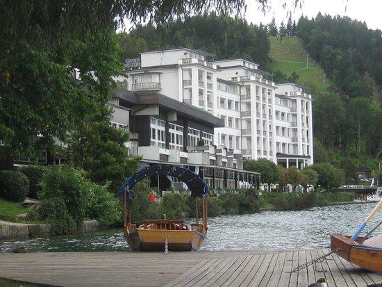 Grand Hotel Toplice: Hotel lakeside