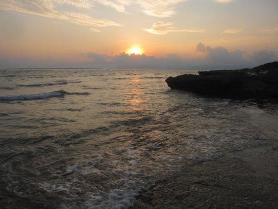 Miyazato Beach: 夕日