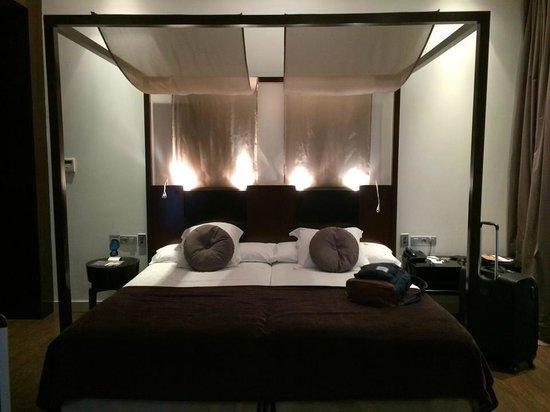 Vincci Palace Valencia : Gorgeous bedroom