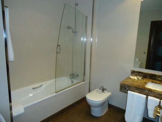 Hotel Entredos: Baño adecuado