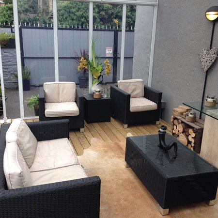 chill out area picture of bar 10 huddersfield tripadvisor. Black Bedroom Furniture Sets. Home Design Ideas