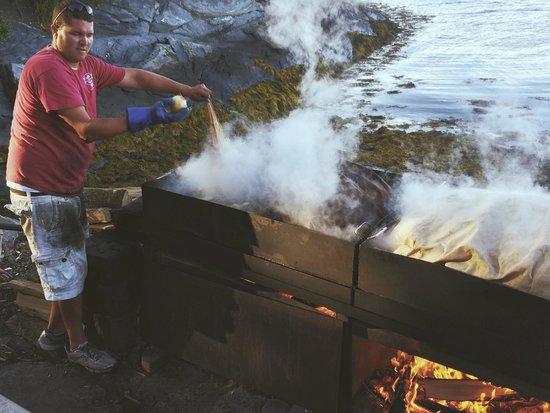 Cabbage Island Clambakes: traditional clambake