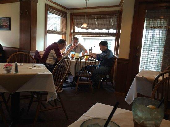 Old Erie Restaurant: Wonderful interior atmosphere