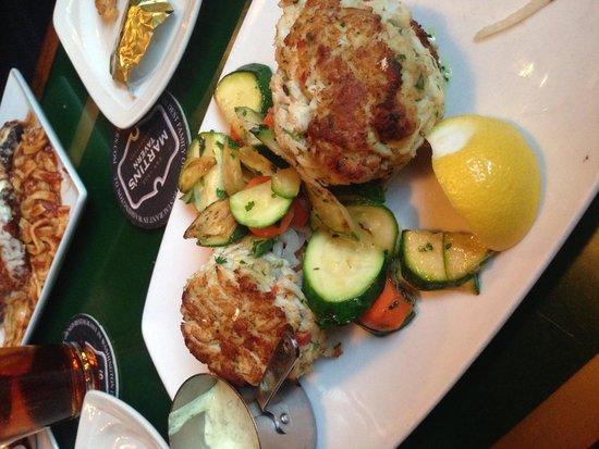 Martin's Tavern: Crabcake dinner