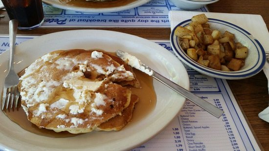 Peter's Pancakes & Waffles: Short stack and potatoes! Delicious!
