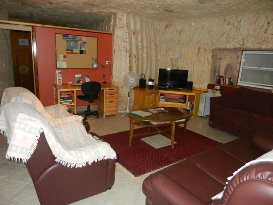 Down to Erth B &B : Living room with TV and DVD