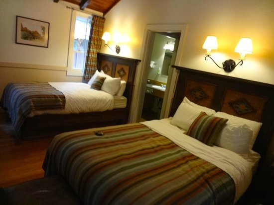 Zion Lodge: Twin Double beds - very cosy