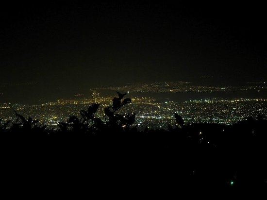 Strawberry Hill Restaurant : Night view - Kingston lights