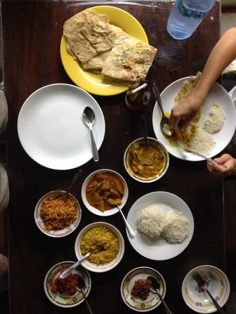 Chinthana Bakers and Restaurants/Sleepzone: Sri Lankan curry's, cocos sambal, Chili paste, string hoppers, roti
