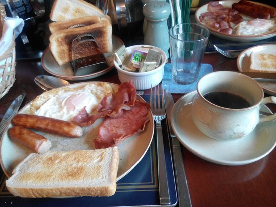 The Birches Bed and Breakfast: Breakfast