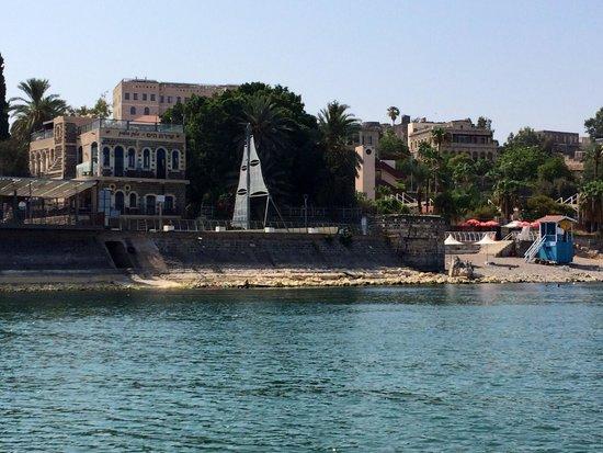 Shirat Hayam Boutique Hotel: מלון בוטיק שירת הים שוכן על שפת הכנרת בטיילת יגאל אלון בטבריה. ניתן לראות את הזריחה בכל בוקר מגג