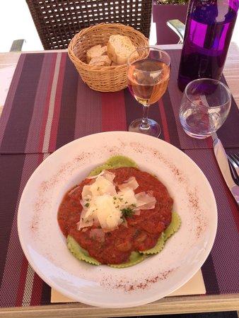 La Table des Delices de Sebastien : Excellents raviolis frais tomates mozza au pesto.