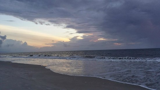 Amelia Hotel at the Beach : Sunrise at the beach