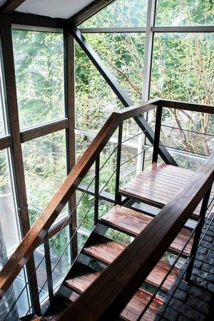Himalaya: Лестница, ведущая на второй этаж
