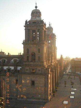 Turibus: Vista lateral de la catedral