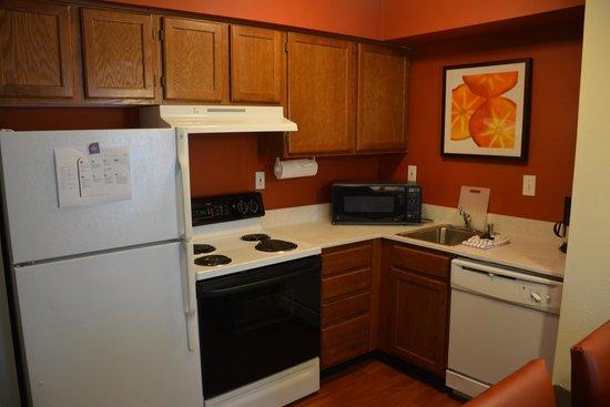 Residence Inn Cincinnati Airport : Kitchen