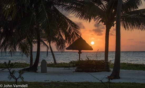 Baraza Resort & Spa : Sunrise as seen from our Beach side room.