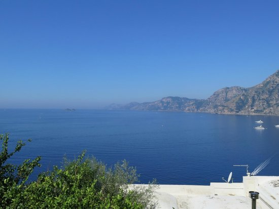 Casa Angelina: View towards Capri