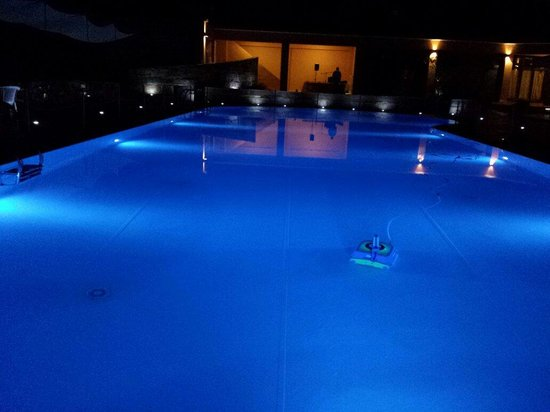 Kiris Hotel: Piscina