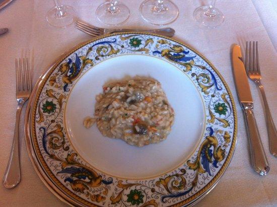 Villa Sgariglia : risotto mantecato alle melanzane con pesto alle noci e pachino