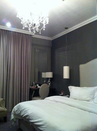 كوين فيكتوريا هوتل: Bedroom