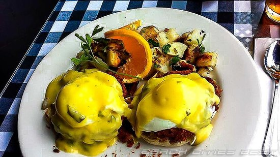 The Kettle: Crabcake Benedict