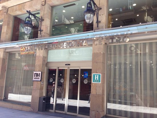 NH Barcelona Centro: Front of hotel