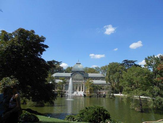 Palacio De Cristal: Vista do Palácio do lago