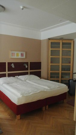 EA Hotel Julis: Bed