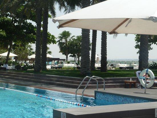 فندق كراون بلازا فستفل: Pool area