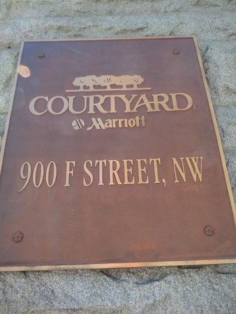 Courtyard Washington Convention Center: hotel sign
