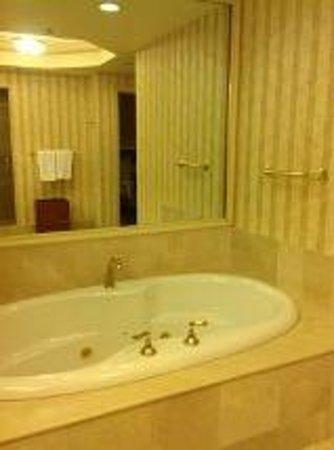 JW Marriott Las Vegas Resort, Spa & Golf: Jetted Tub