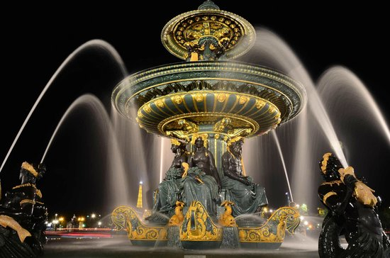Photo Tours In Paris: Fountain at Night