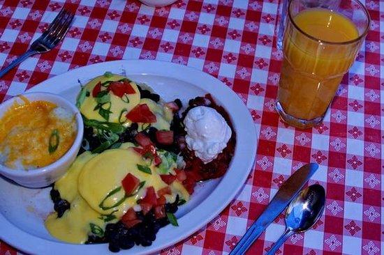 Creekside Cafe & Grill: Huevos Rancheros Benedict