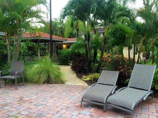 Venice Beach Villas - Menendez St. location Courtyard