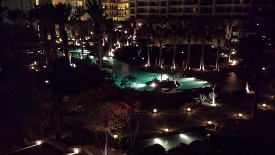 Grand Solmar Land's End Resort & Spa : Pool area at night