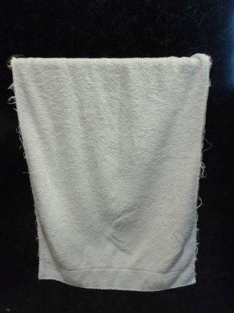 The Cambrian Hotel - B &B, Pub and Restaurant: threadbare towels