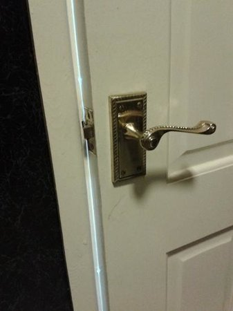The Cambrian Hotel - B &B, Pub and Restaurant: bathroom door would not close