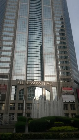 Plaza Athenee Bangkok, A Royal Meridien Hotel : All Seasons Place - Has a Small Mall in it
