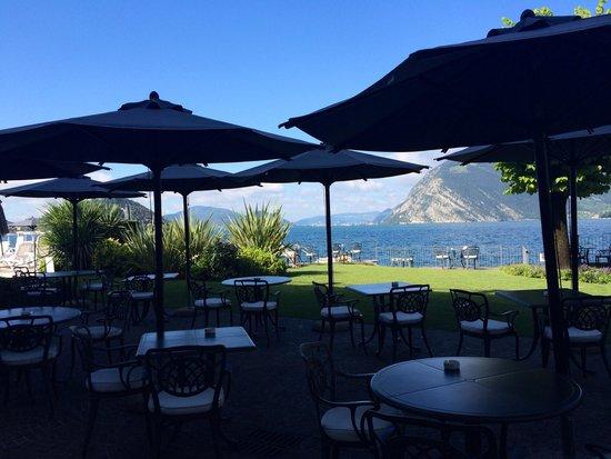 Hotel Rivalago: Blick von der Frühstücksterrasse auf den See