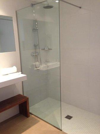 Sentido Punta Del Mar: Bathroom!