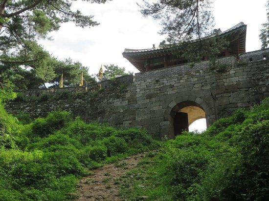 Namhansanseong Provincial Park: Namhansanseong fortress west wall