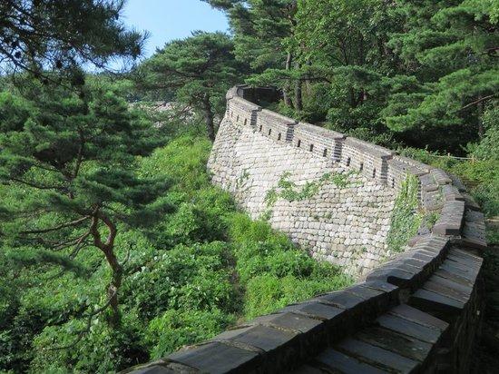 Namhansanseong Provincial Park: Namhansanseong fortress wall