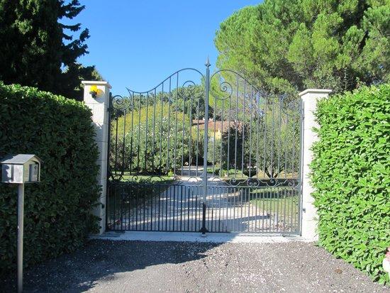 Le Mas de l'ile : Entrance