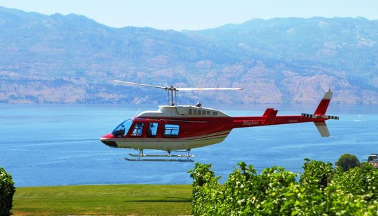 West Kelowna, Canadá: Take off over Lake Okanagan
