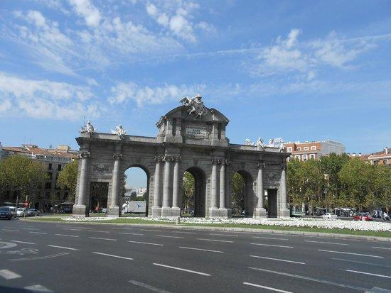 Puerta de Alcalá: Porta de Alcala