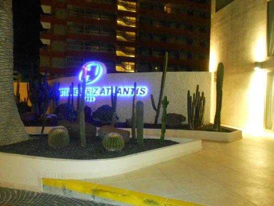 Sol Costa Atlantis : ENTRADA HOTEL ILUMINADA